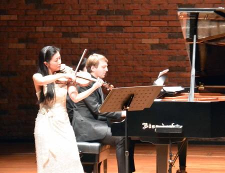 幸田延「ヴァイオリン・ソナタ第1番」演奏中。 ヴァイオリン前田朋子、ピアノ ヨハネス・ヴィルヘルム。